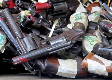 jamaica-guns-02_380;380;7;70