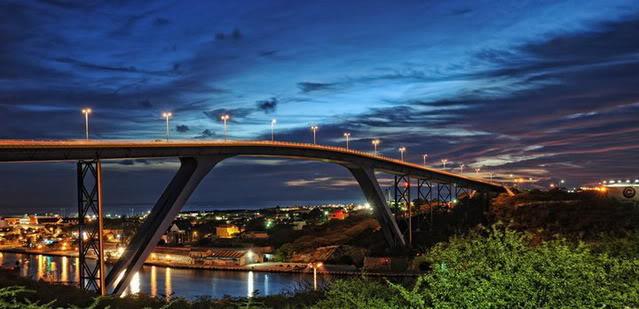 Curacao_bridge