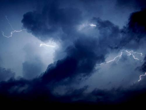 site_1_rand_1462155460_qld_storm_b_getty