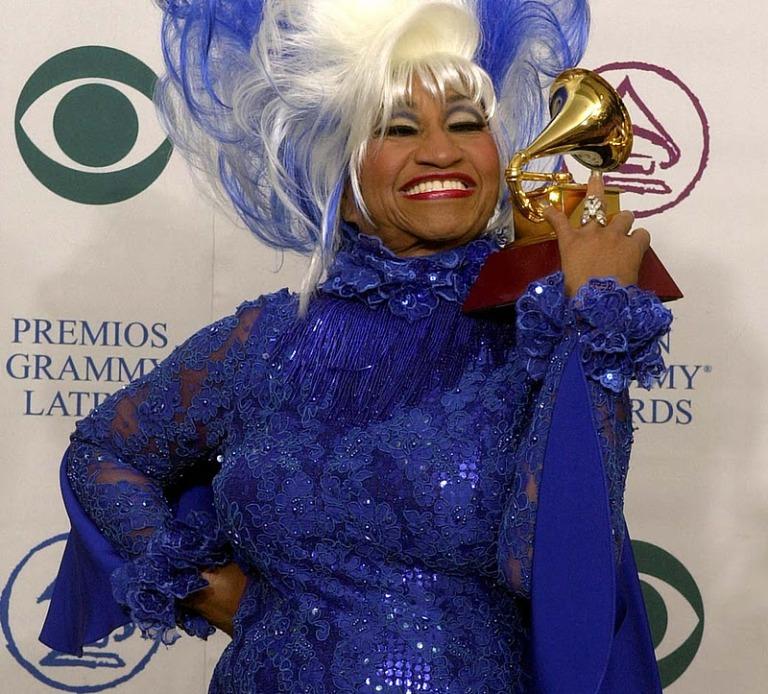 Celia Cruz con su Grammy