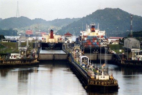 Panama_Canal_Miraflores_Locks
