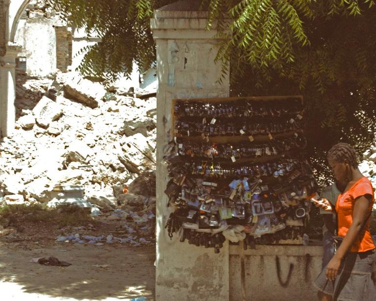 « Red Girl » Port-au-Prince © 2011, MJA Chancy.