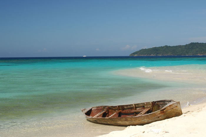 honduras.clearest-waters-to-swim-in-before-you-die-5