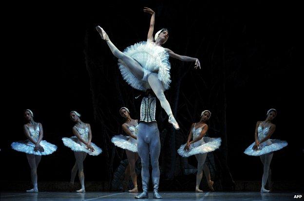 _75410218_ballet-big