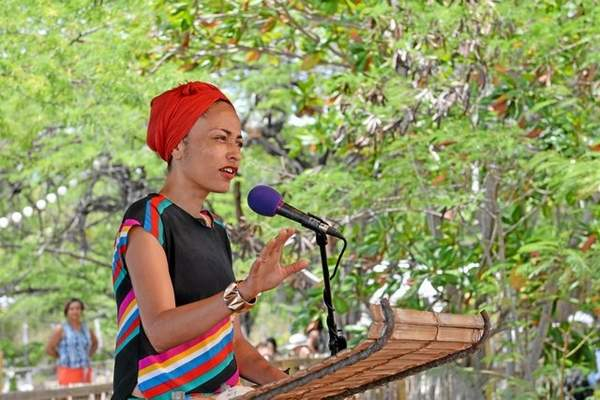 a commentary on jamaica kincaids writing Context jamaica kincaid was born elaine potter richardson on may 25, 1949, on the british-ruled caribbean island of antigua she showed intelligence at an early age but received little encouragement from those around her.