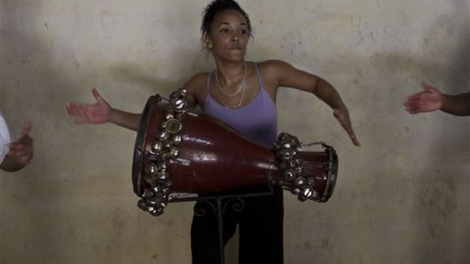 Cuban Women Drummers (1)