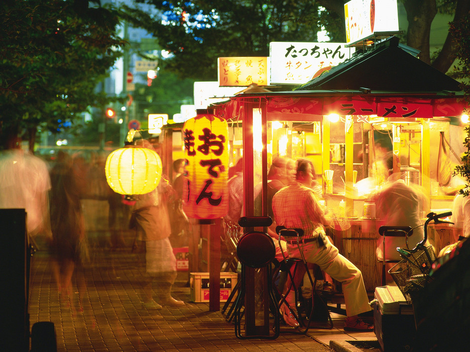 5438537600ac583c0af22cd7_yatai-food-stands-nakasu-district-fukuoka.