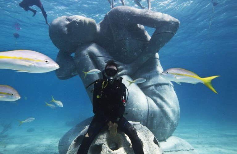 ocean-atlas-jason-decaires-taylor-sculpture-bahamas-designboom-01