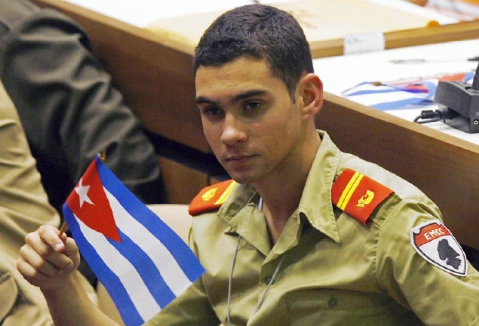 a recount of the elian gonzalez case Subsequently, both lazaro gonzalez and elian himself filed applications seeking asylum for elian in the us, but the immigration and naturalization service (ins) refused to accept them against the wishes of elian's father, juan miguel gonzalez.