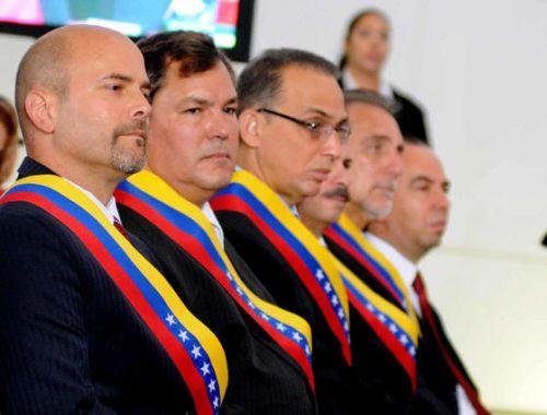 Los Cinco Héroes antiterroristas cubanos, luego de ser condecorados con la Orden Libertadores, en su primera clase, en acto realizado en el Panteón Nacional, en Caracas, el 5 de mayo de 2015.    AIN FOTO/Omara GARCÍA MEDEROS