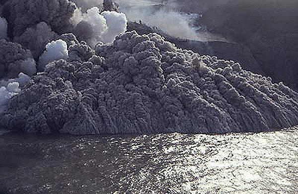 Pyroclastic_Surge_Montserat_1996.jpg