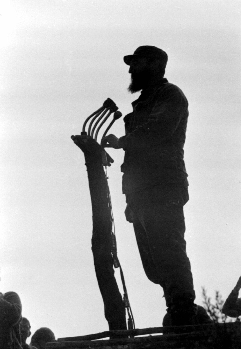 Fidel.JLA-Castro-2-830