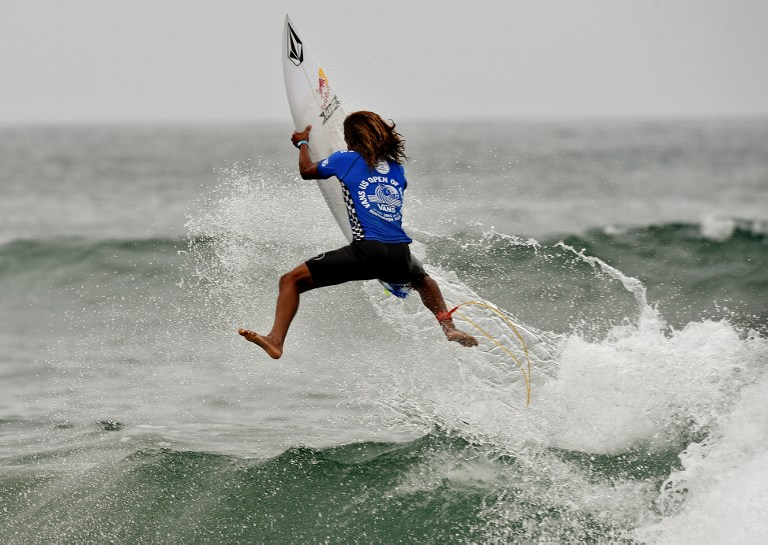 Carlos Munoz of Costa Rica gets some air before finishing second in his round 4 heat during the US Open of Surfing in Huntington Beach, California on July 31, 2015.  The event celebrates it's 56th year beside the historic Huntington Pier which is considered the birthplace of California's surfing culture.     AFP PHOTO / MARK RALSTON / AFP PHOTO / MARK RALSTON