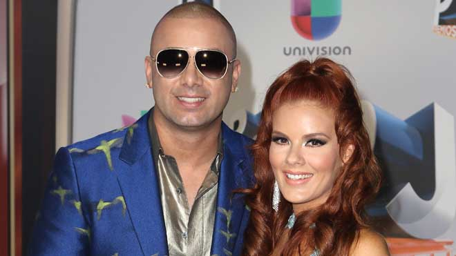 MIAMI, FL - JULY 14:  Singer Wisin and his wife Yomaira Ortiz Feliciano attend the Univision's 13th Edition Of Premios Juventud Youth Awards at Bank United Center on July 14, 2016 in Miami, Florida.  (Photo by Alexander Tamargo/Getty Images for Univision)