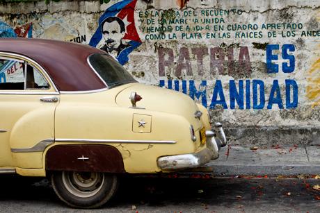 Cuban_old_car_grafitti_by_emmanuel_huybrechts.jpg