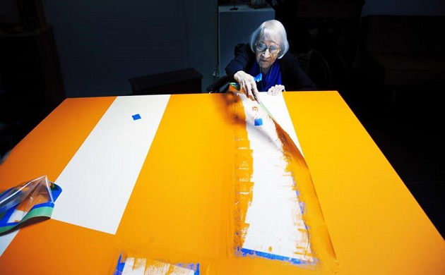 Artist Carmen Herrera, subject of Alison Klayman's documentary short THE 100 YEARS SHOW, playing with Kristi Zea's EVERYBODY KNOWS…ELIZABETH MURRAY at Film Forum, January 11 – 17. Photo by Erik Madigan Heck. Courtesy of Ratpac Documentary Films.