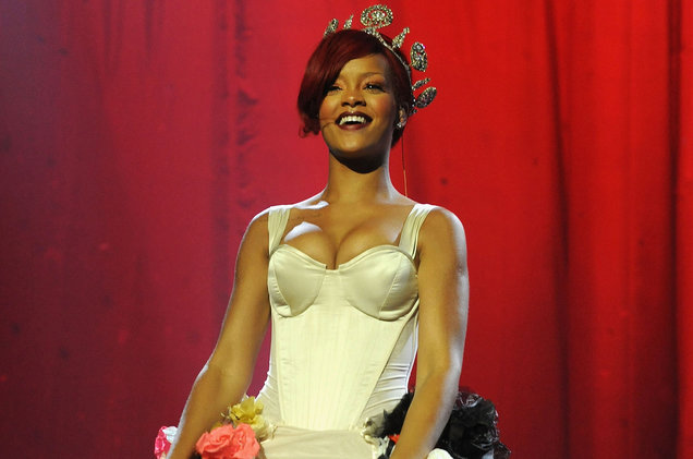 rihanna-smile-crown-2010-a-billboard-1548.jpg