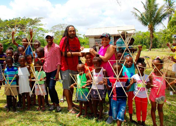 2018-04-06-tc-guyana-kite-making-tradition-cl01_z.jpg
