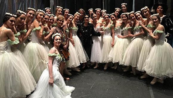 Alicia-Alonso-y-el-Ballet-Nacional-de-Cuba-durante-la-reciente-gira-de-la-compañía-por-los-Estados-Unidos.-Foto-BNC