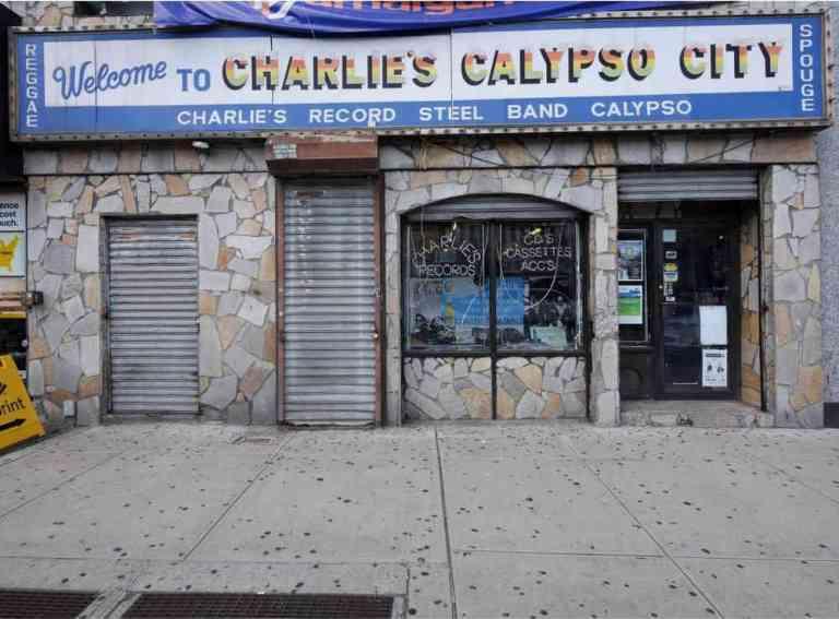 2019-05-03-vkp-tribeca-charlies-records-cl01_z.jpg